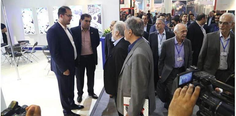 بازدید مدیر عامل ایمیدرو از غرفه یگانه اندیش صنعت در نمایشگاه تخصصی فولاد